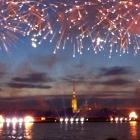 Feuerwerk über der Newa in St. Petersburg