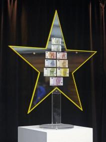 Euro-Banknoten von 5 bis 500 in einem Stern-Rahme