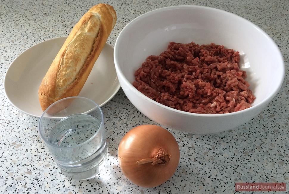 Zutaten für russische Buletten Kotlety: Weißbrot, Wasser, Hackfleisch, Zwiebel