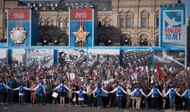 """Aktion """"Unsterbliches Regiment"""" auf dem Roten Platz in Moskau am Siegestag 2015"""