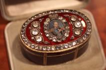 Rote Bismarck Box mit Diamanten und dem Portrait des Zaren Alexander III.