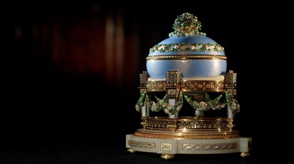 Hellblaues Faberge-Ei Liebestrophäen