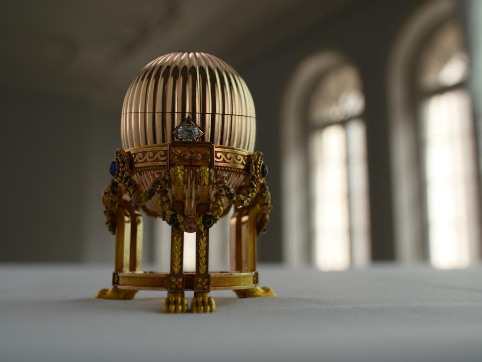 Goldenes Faberge-Ei Uhr