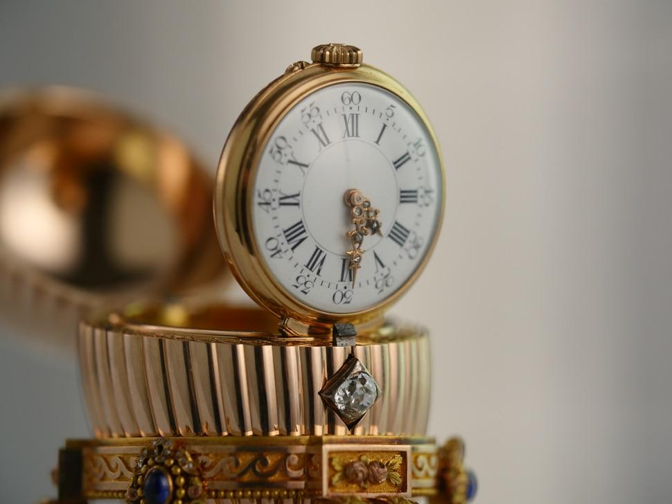 Faberge-Ei mit der Uhr