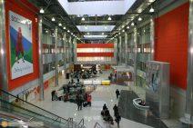 Eine Halle des Internationalen Flughafens Scheremetjewo in Moskau