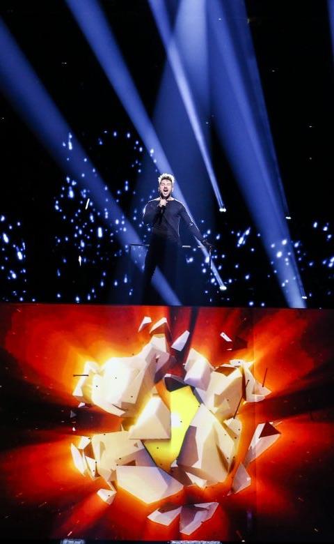 Sergey Lazarev singt, Show mit Spezialeffekten