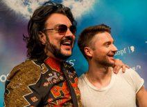 Philipp Kirkorov und Sergey Lazarev lächeln in Großaufnahme