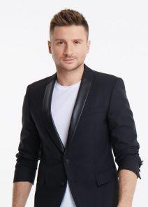 Sergey Lazarev im weißen T-Shirt und schwarzem Sakko