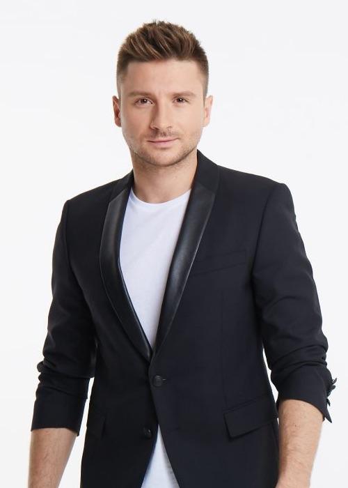 Sergey Lazarev im weißen T-Shirt und schwarzen Sakko