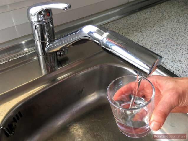 Wasser aus dem Wasserhahn in Russland