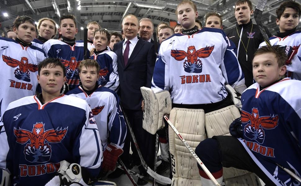 """Putin beim Treffen mit dem Eishockeyklub """"Sokol"""""""