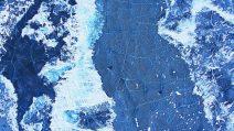 Gefrorener Baikalsee aus der Luft