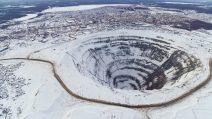 Diamantenmine in Mirny schneebedeckt