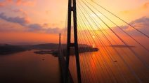Russki-Brücke in Wladiwostok bei Sonnenuntergang