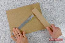 Aluband mit Holzlatte glatt streichen