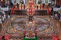 Blick von oben auf die festlich geschmückte Christ-Erlöser-Kathedrale